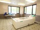 広々とし、身体の不自由な方でも安心して入浴して頂ける介護浴室。